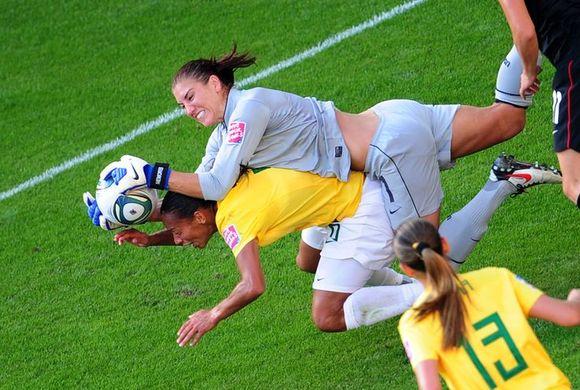 https _i.pinimg.com_736x_dc_f0_59_dcf059695a550a7b4701e6d3033365f5--usa-girls-soccer-goalie
